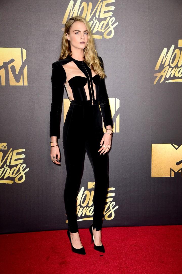 cara delevingne in balmain at mtv awards