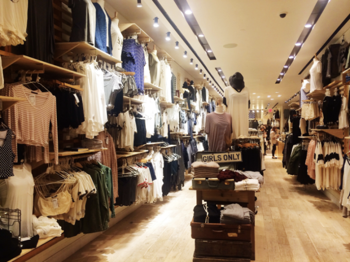 Brandy Melville store interior followmeesh blog