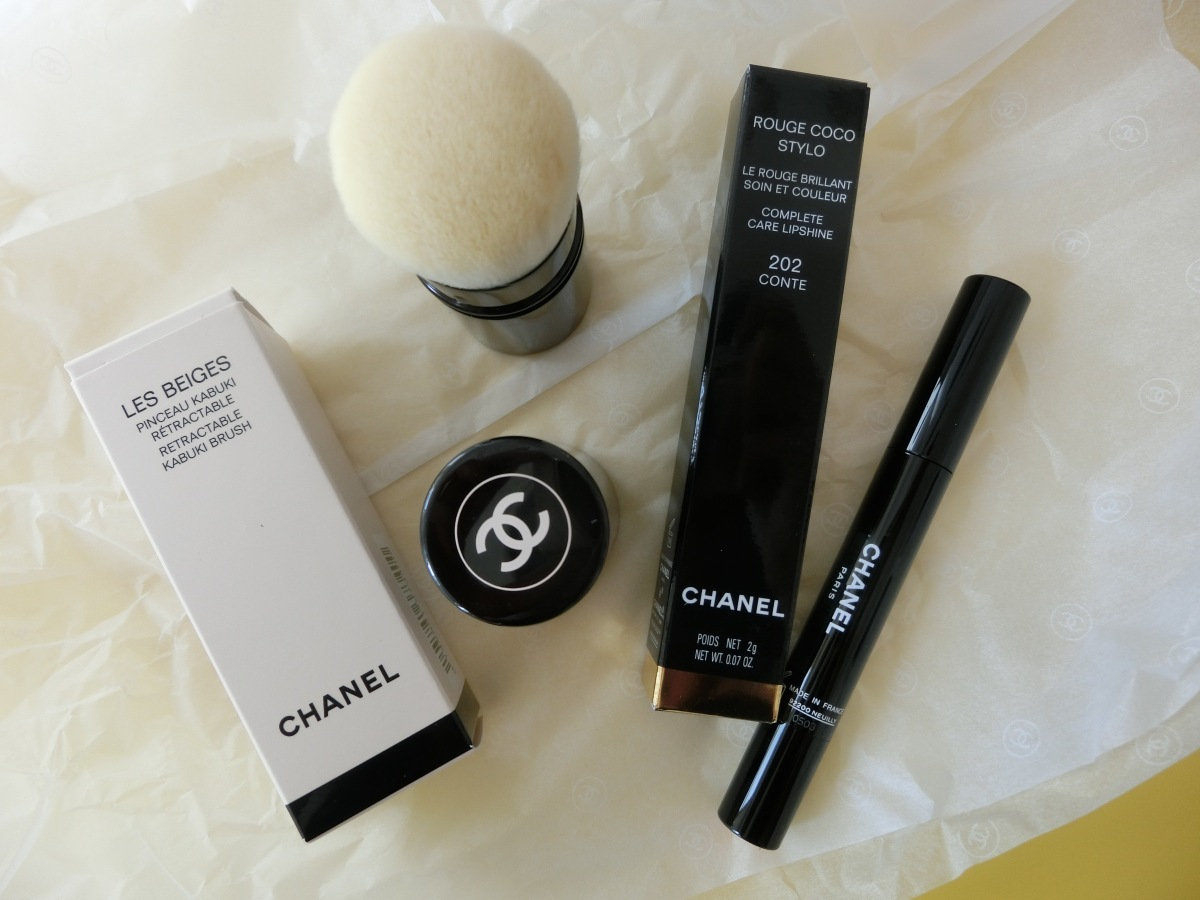 Review & Swatch | Chanel | Kabuki brush and Rouge Coco Stylo in 202 Conte